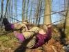 naturspielwald_waldfuex_herbst_kind_probiert_seilkonstruktion
